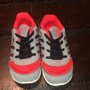 7k Under Armour boys shoes